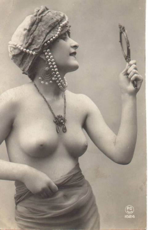 фото голых в старинных платьях