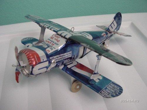Самолет из жестяной банки