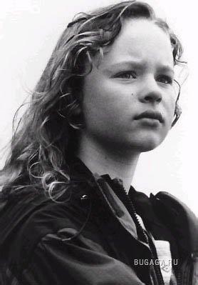Thora Birch. Life on scene.