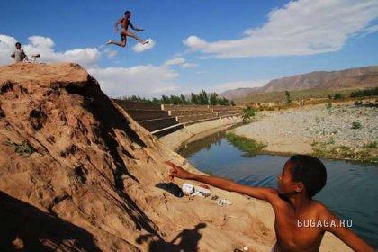 Фотожаба с темнокожим прыгуном