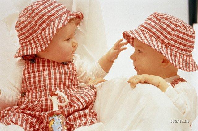 Взять картинки или анимации картинки мальчик +и девочка любовь можно