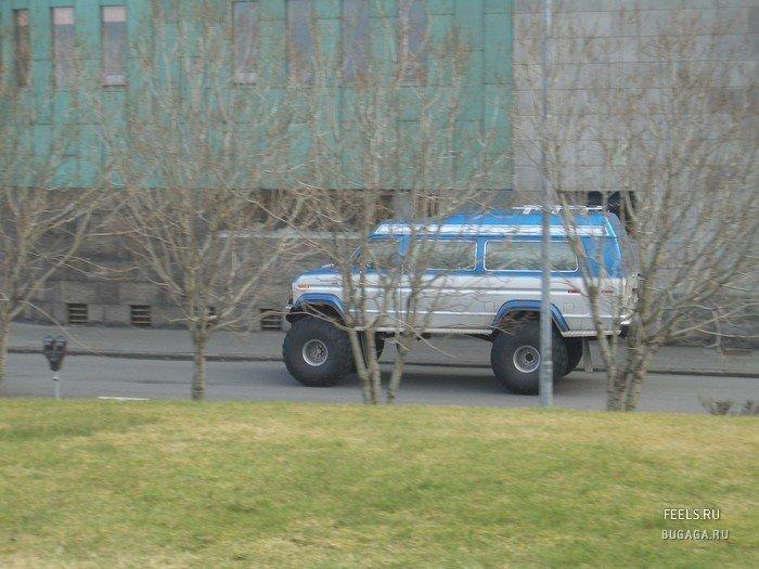 Автомобили с огромными колесами, бигфу…