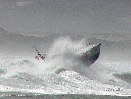 корабли против волн