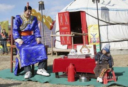 Китайский пастух Бао Ксишун (Bao Xishun) вернул себе тутул самого высокого человека в мире