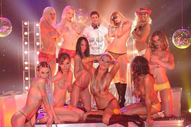 Новогоднее эротические шоу видео