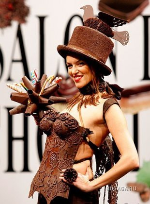 Шоколадный показ моды на Salon du Chocolat в Париже