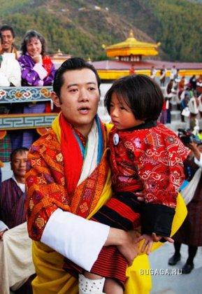 В Бутане короновали нового короля