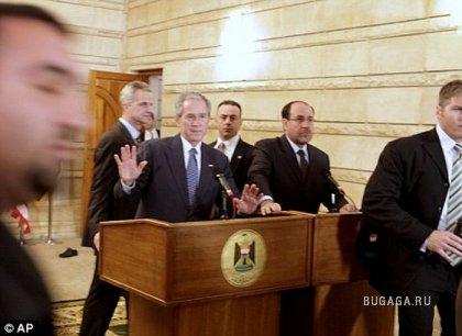 В Буша кинули ботинок