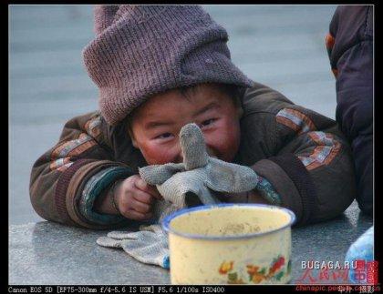 Мальчишка-попрошайка из Китая