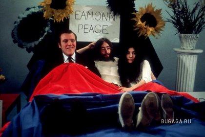В постели за мир