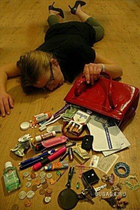 Что скрывается женщин в их сумки (50 фото).