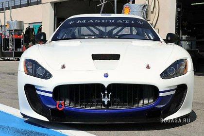 Гоночный автомобиль Maserati Gran Turismo MC