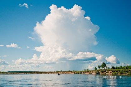 Река Деп, облака и отражения. Фотограф Stanislav Kulyesh.