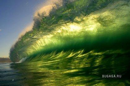 На гребне волны - фотограф- серфингист