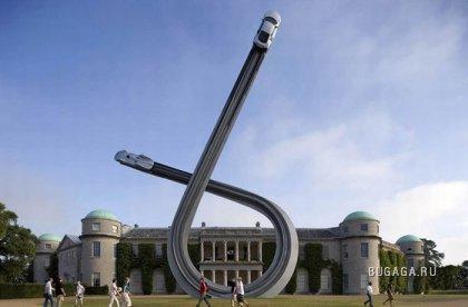 Клевая  скульптура к столетию Audi