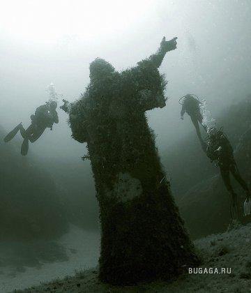 Глубоко под водой