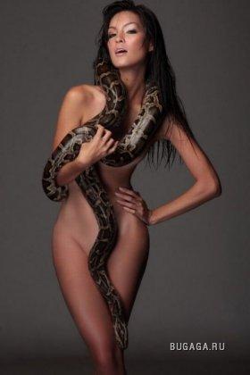 Девушки и змеи