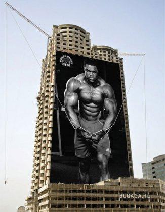 Прикольная реклама на целое здание