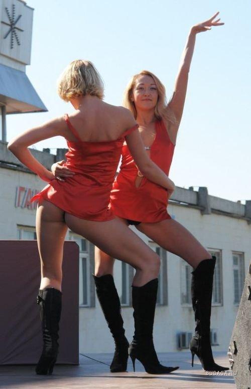 очень красивые девушки в коротких юбках диско мини ролики видео