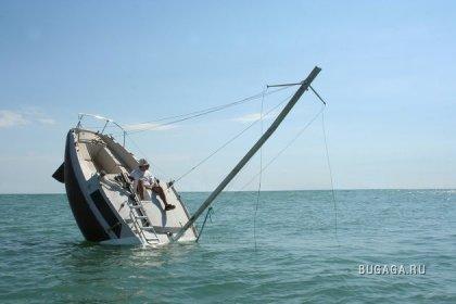 Затопленная яхта
