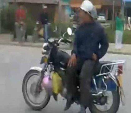 При езде на мотоцикле - руки не обязательны!