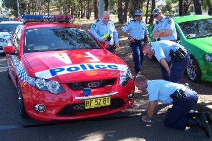 Мина в полицейской машине (3 фото)