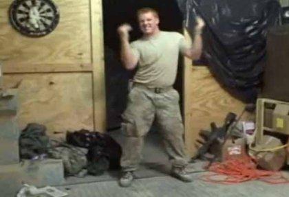 Ремэйк клипа Telephone в исполнении солдат