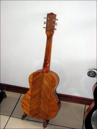 Гитара из палочек для мороженого