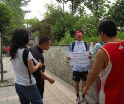 Китайский футбольный фанат обалдел