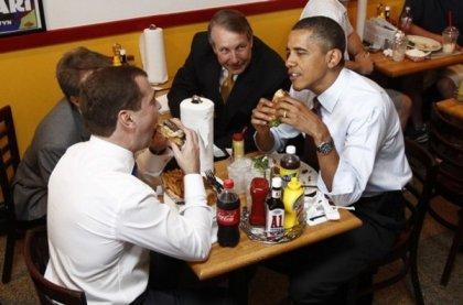 Как Обама Медведева к фаст-фуду приучал