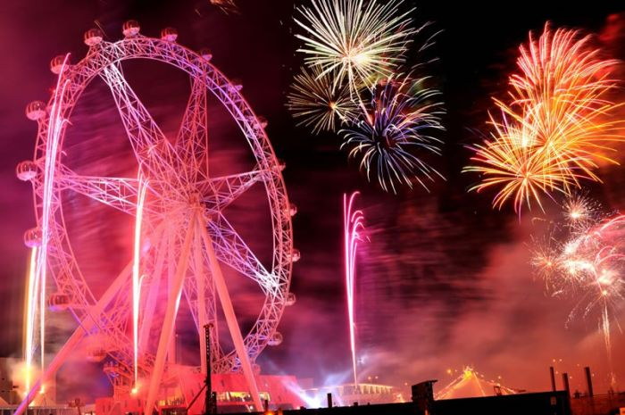 http://www.bugaga.ru/uploads/posts/2010-07/1278459359_cool-fireworks-22.jpg