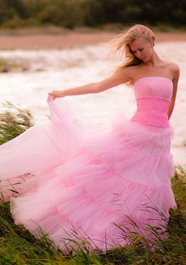 Розовые свадебные платья, как вам, у меня знакомая невеста заказала штучки розового цвета, вот ищу идеи