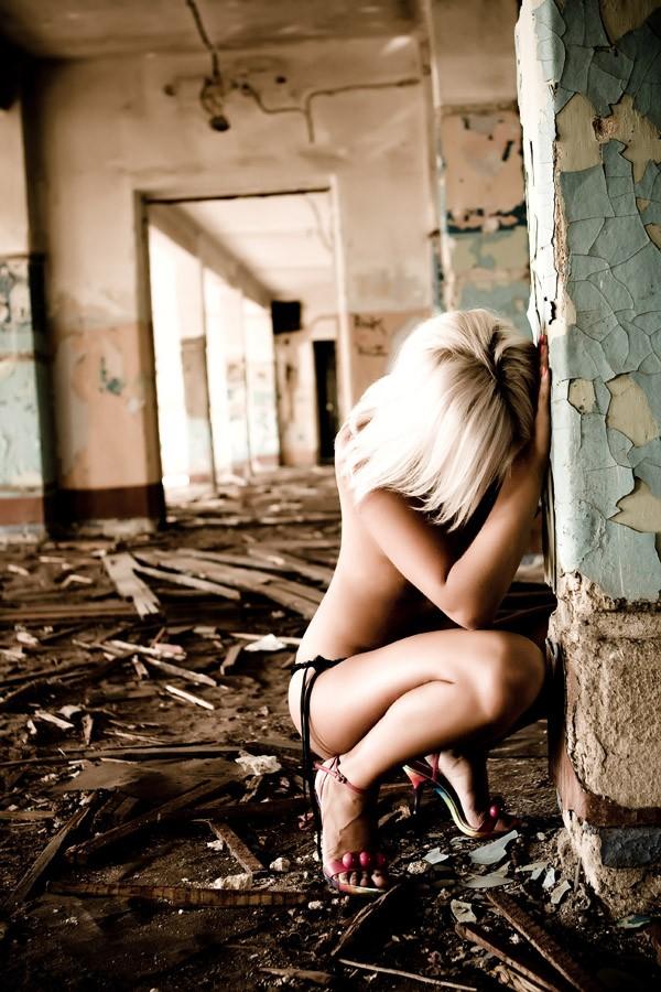 Порно девушку на заброшенной стройке 217