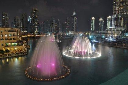http://www.bugaga.ru/uploads/posts/2010-08/thumbs/1280879335_burj-lake-fountain-13.jpg