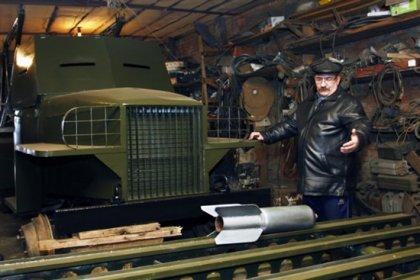 Энтузиаст строит танки в своем гараже