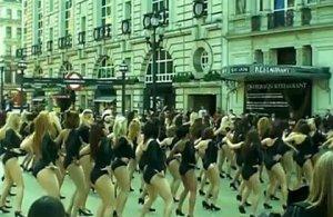 Танцевальный флешмоб в Лондоне