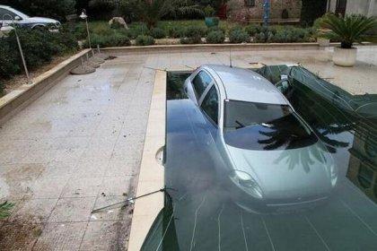 Парковка с погружением в бассейн