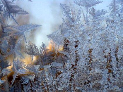 Мороз рисует на окнах