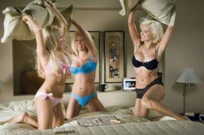 Девушки любят драться подушками