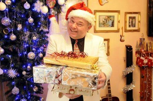 Мистер Рождество женится на своей елке