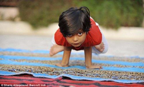 Самый молодой инструктор йоги