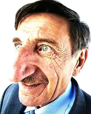 Человек с самым длинным носом в мире