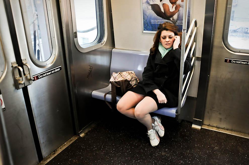 фото наших девушек в транспорте и на улице - 12
