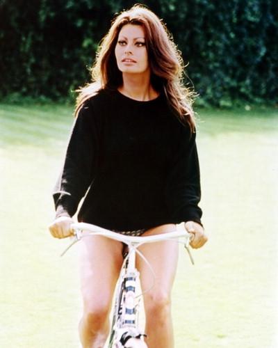 Фото звезд кино на велосипедах