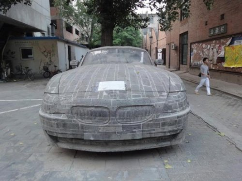 BMW высеченный из камня