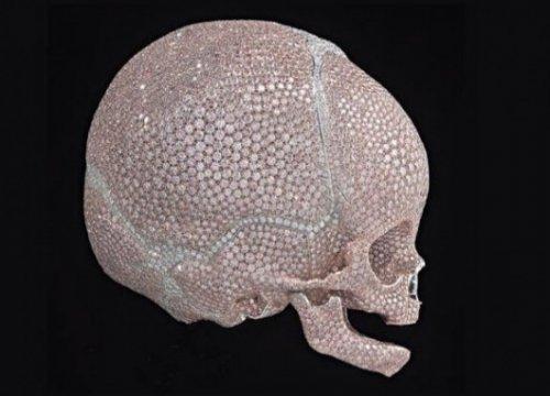 Детский череп с бриллиантами