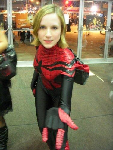 Девушки в костюмах Человека-паука