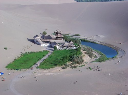 Оазис у Озера Полумесяца