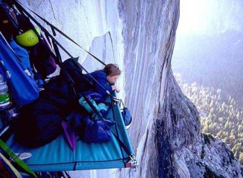 А вы знаете как спят альпинисты?