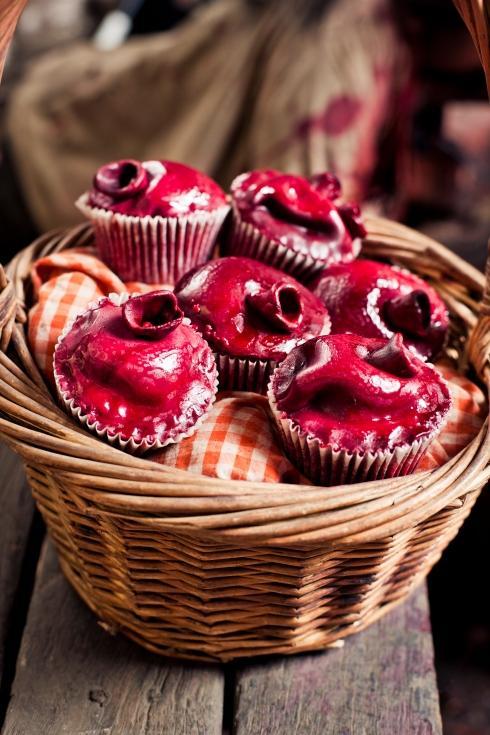 1297216537_bleeding-heart-cupcakes-4.jpg